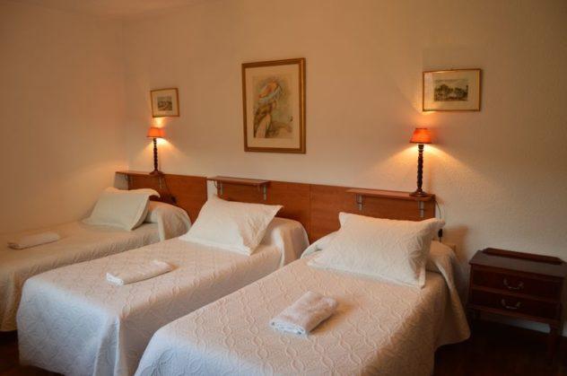 Habitación triple sin baño Pensión el Peregrino Larrasoaña